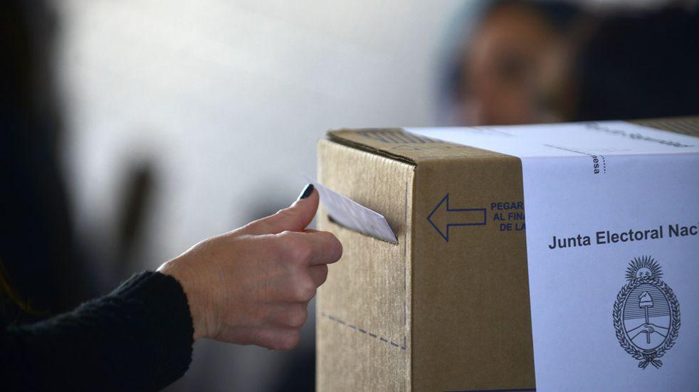 Elecciones: las autoridades de mesa serán vacunadas contra el coronavirus