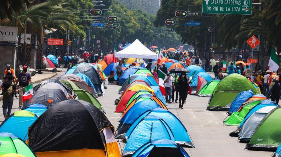 La aprobación de López Obrador bajó al 59 % en octubre