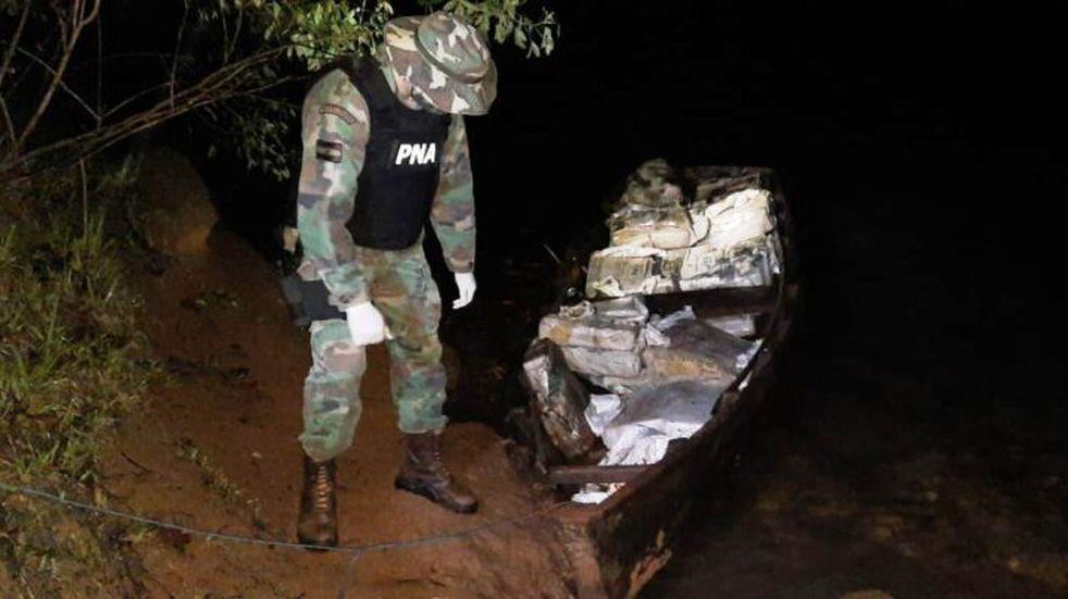 Efectivos de Prefectura Naval Argentina secuestraron cargamento de droga en Corpus.