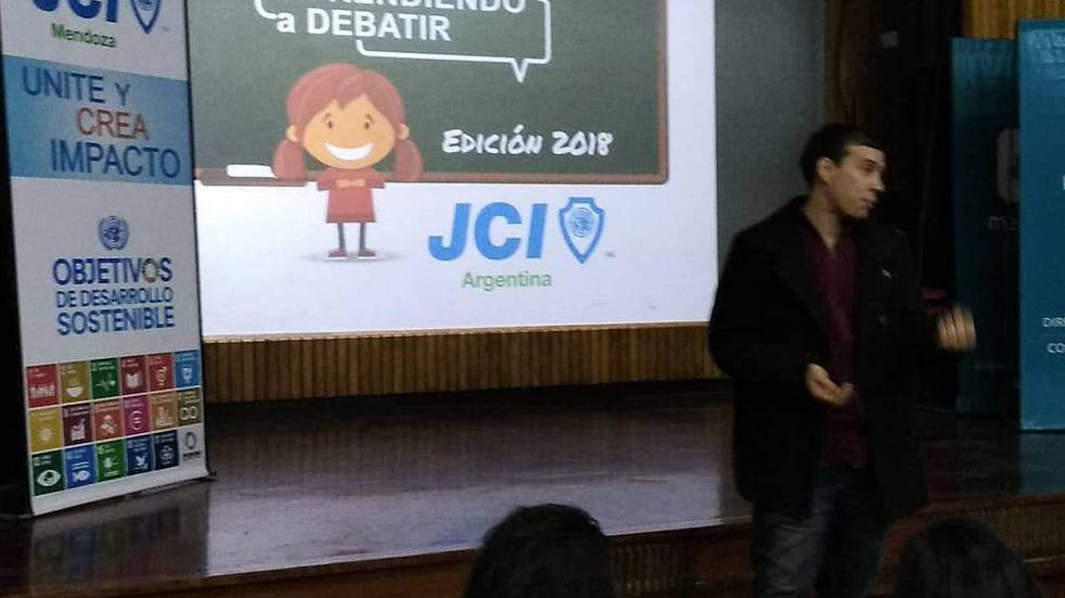 Aprendiendo a debatir: una iniciativa en español, inglés y lenguaje de seña para los mendocinos