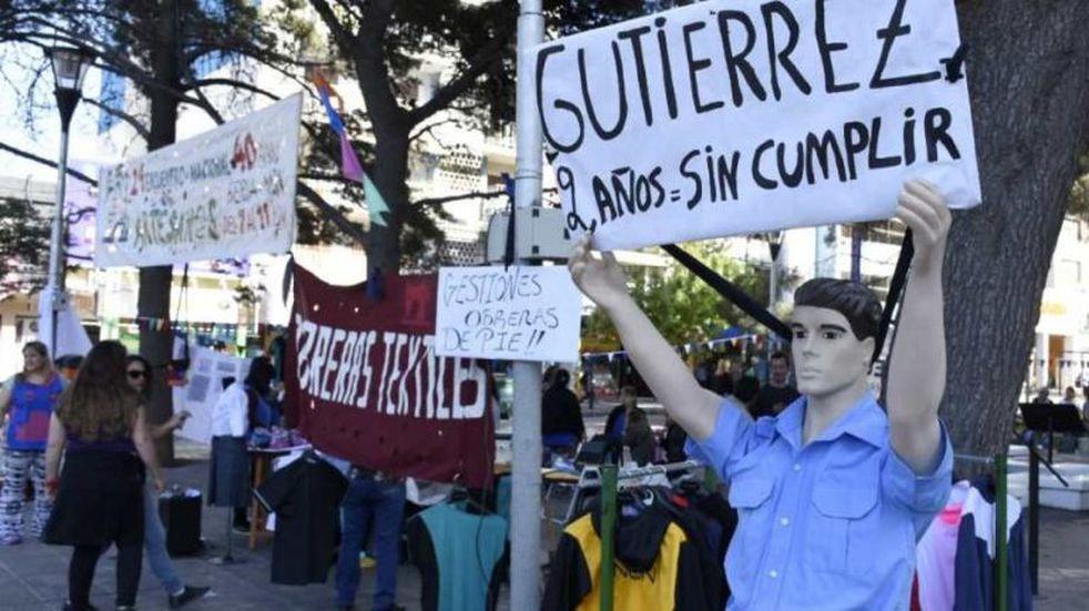 """Neuquén: textiles realizan un """"maquinazo"""" en el centro de la ciudad"""