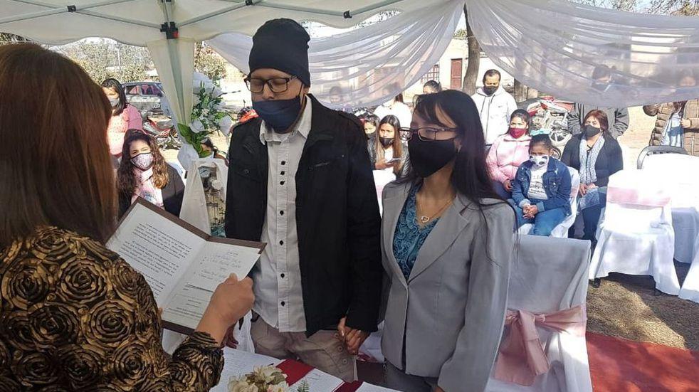 Decidió casarse con el amor de su vida a pesar de que tiene cáncer terminal