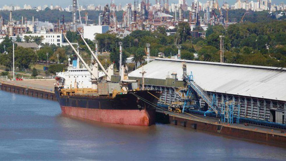 El puerto de La Plata fue calificado de estratégico para la generación de empleo y divisas para el país