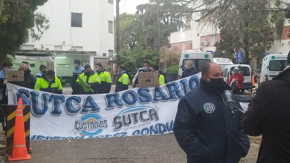 Personal de seguridad de PAMI en Rosario reduce guardias por atraso salarial
