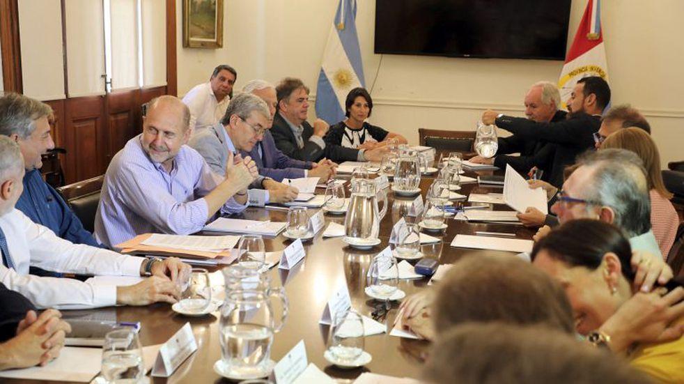 Perotti reunió a su gabinete y convocó a sesiones extraordinarias