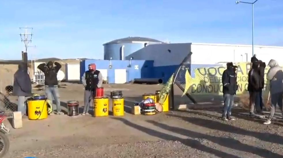 La UOCRA bloqueó el ingreso a la planta de ósmosis en reclamo de puestos laborales