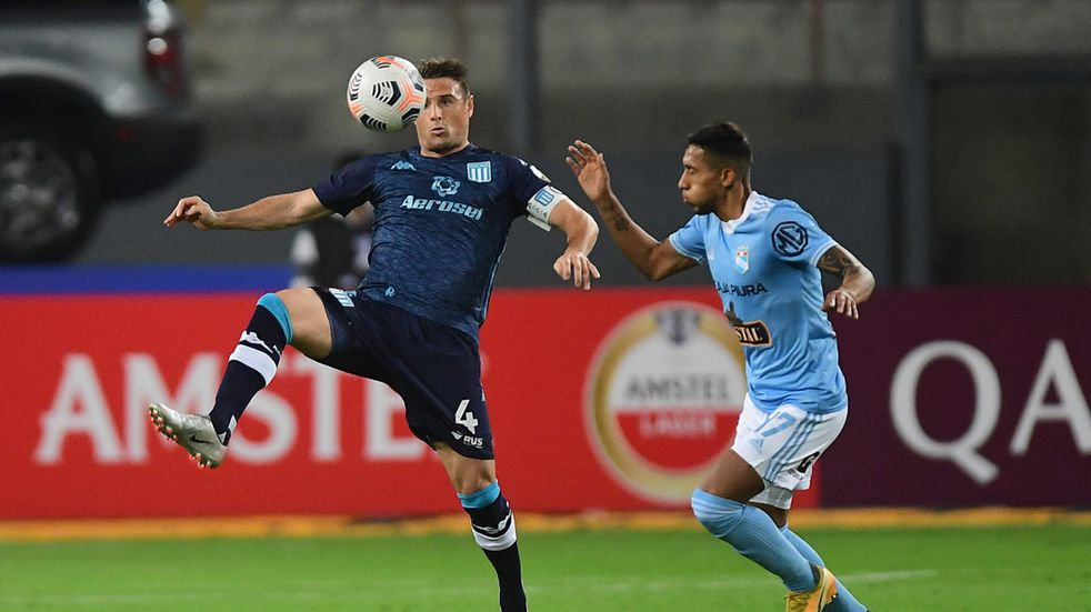 Copa Libertadores: Pizzi movió el banco y Racing ganó 2-0 en Perú