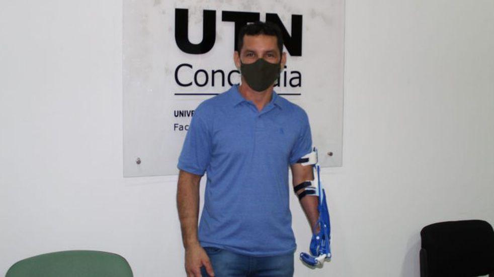 La UTN Concordia entregó un brazo ortopédico en 3D a un trabajador que había sufrido un accidente laboral