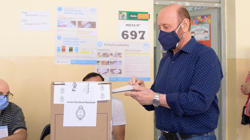 """PASO 2021: Gildo Insfrán votó y destacó la """"exitosa campaña de vacunación en Formosa y el país"""""""