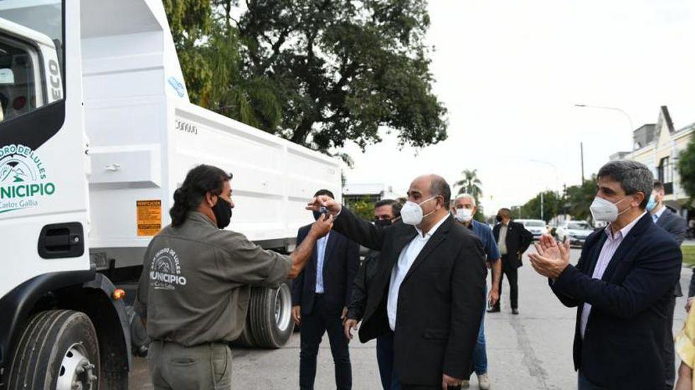 Manzur entregó dos camiones recolectores en Lules