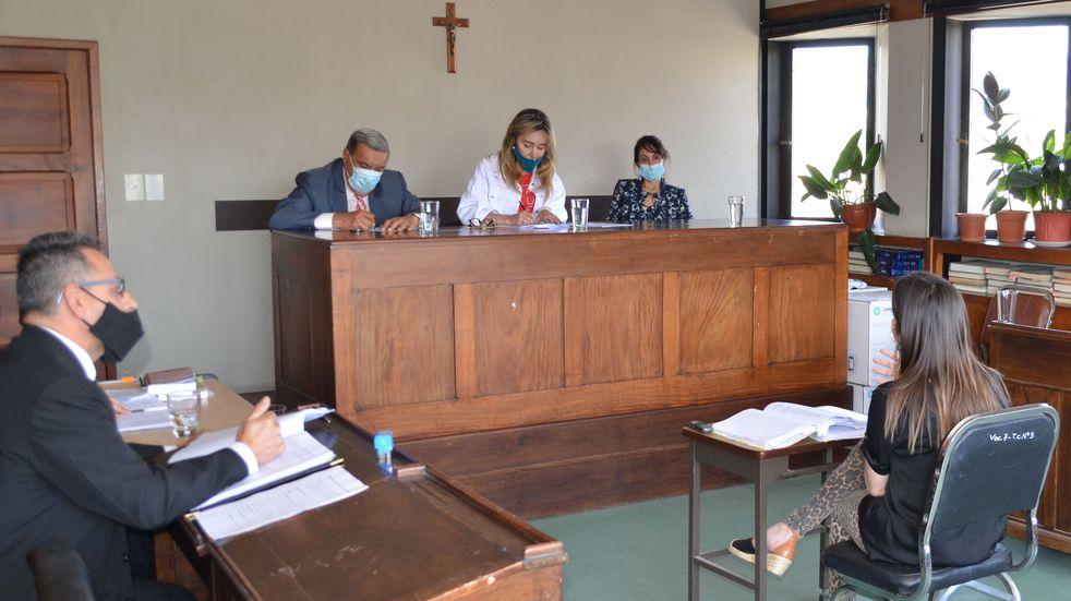 El Tribunal en lo Criminal nº 3 integrado por María Margarita Nallar, Ana Carolina Pérez Rojas y Mario Ramón Puig, condenó a un violador a cumplir siete años de prisión efectiva.