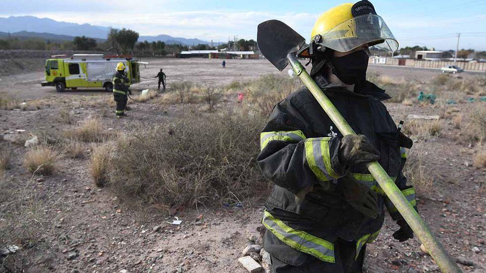 Piden colaboraciones para ayudar a la bombera de Las Heras que perdió todo en un incendio