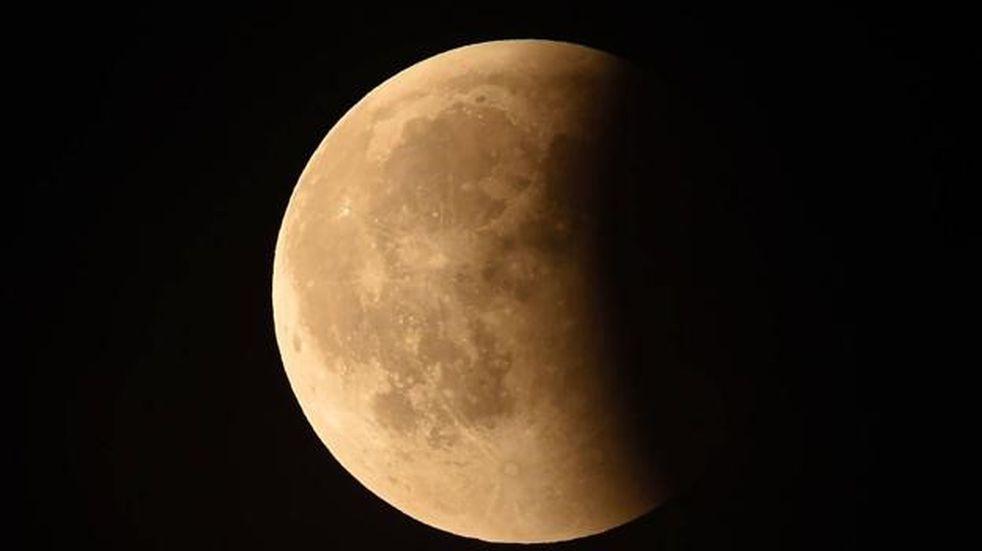 Abrieron las puertas del Observatorio para ver el eclipse lunar