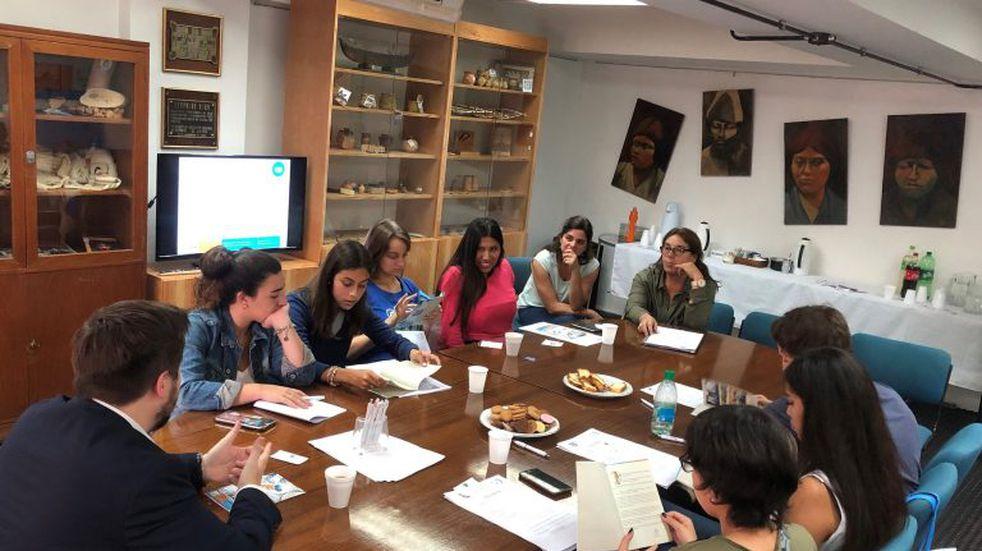 Reunión de estudiantes fueguinos en Casa de Tierra del Fuego