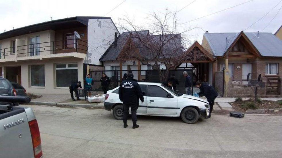 Secuestran auto y arma que estarían vinculados al robo en Tribunales