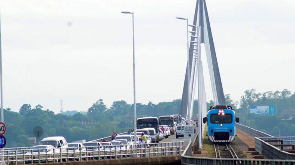 Quienes trabajan en la frontera exigen abrir el paso a Paraguay y a Brasil