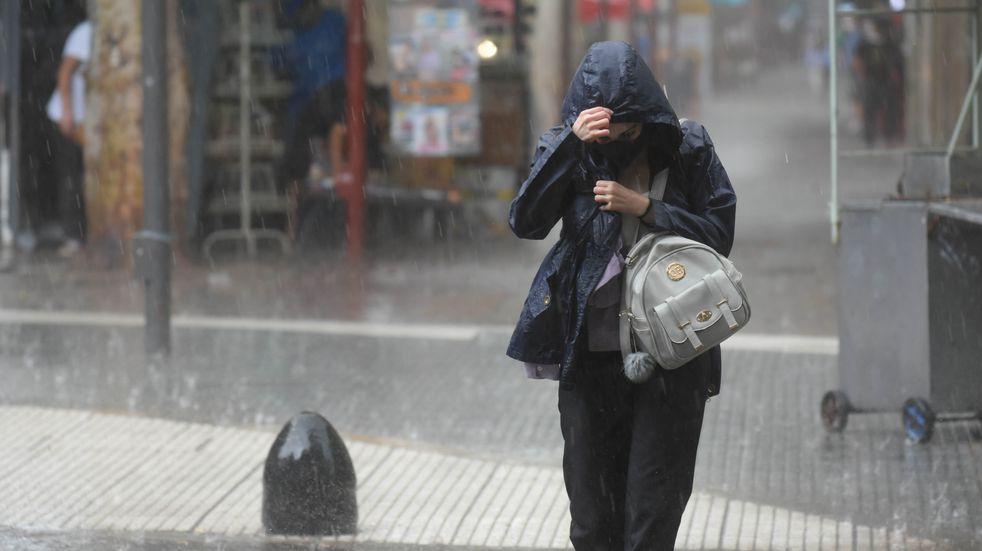 Defensa Civil emitió un alerta por fuertes tormentas en Mendoza