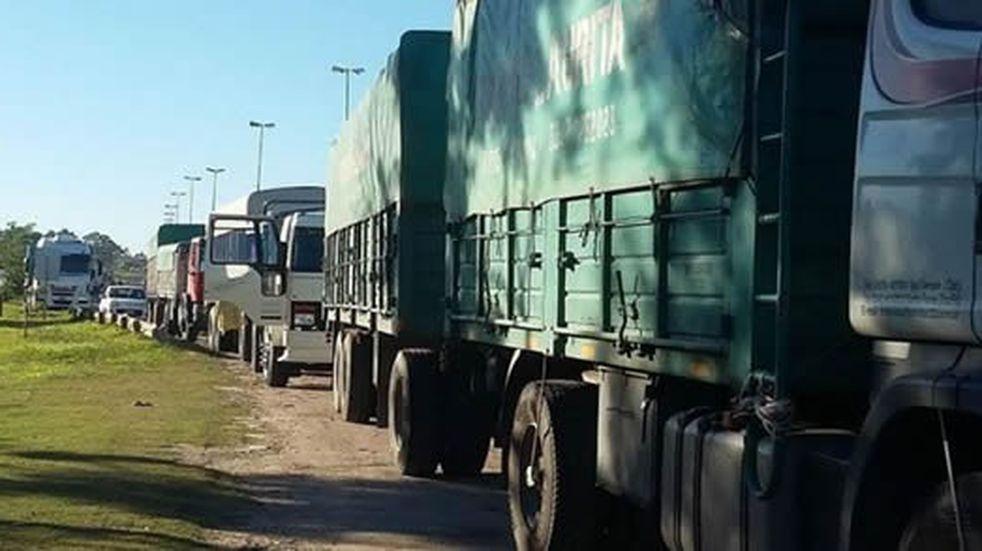Camioneros paran en el ingreso del Túnel Subfluvial