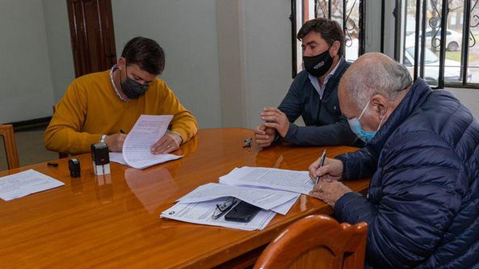 """Comuna de Soldini firmó convenio para extender concesión del """"Servicio Público de Distribución de Energía Eléctrica"""