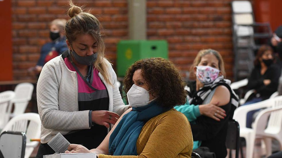 Habilitaron la vacunación para los mayores de 50 sin enfermedades de base