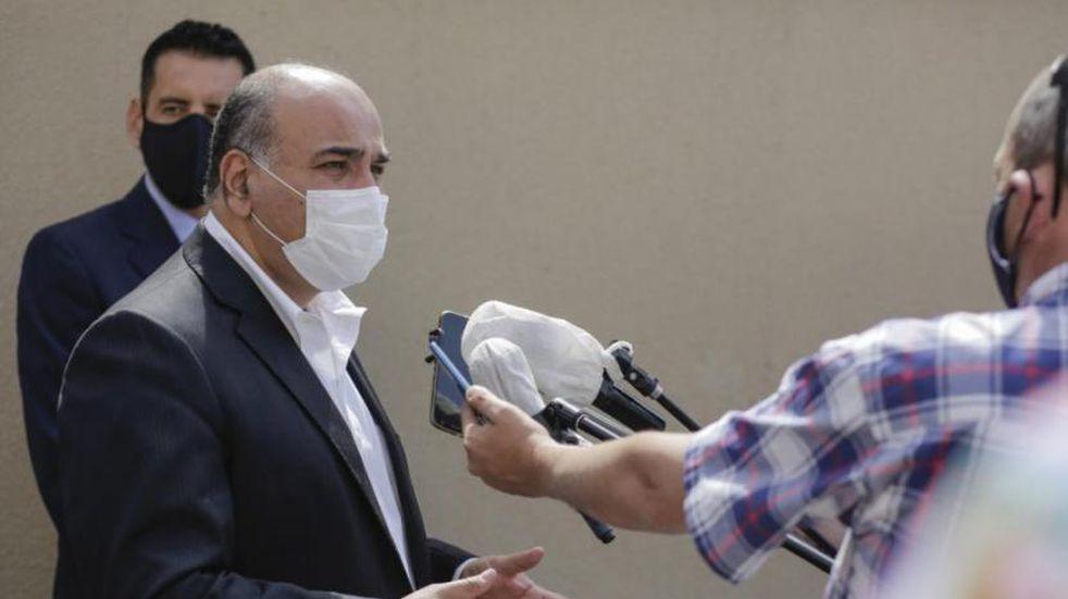 """Juan Manzur: """"Ha bajado la edad de internación y esto tiene que llevar a extremar todas las medidas de prevención"""""""