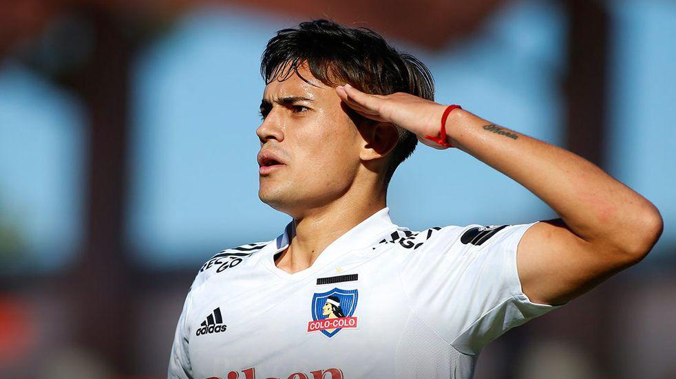 El juvenil de Talleres, Pablo Solari, se ganó el cariño de los hinchas de Colo Colo (Prensa Colo Colo).