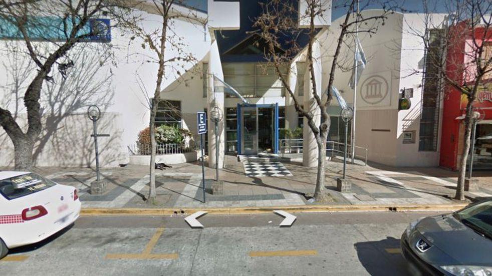 Insólito: les pidió dinero a policías de Carlos Paz y luego los agredió