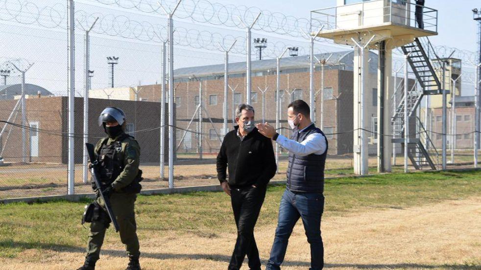 Avanza la propuesta de construir un muro en la cárcel de Piñero
