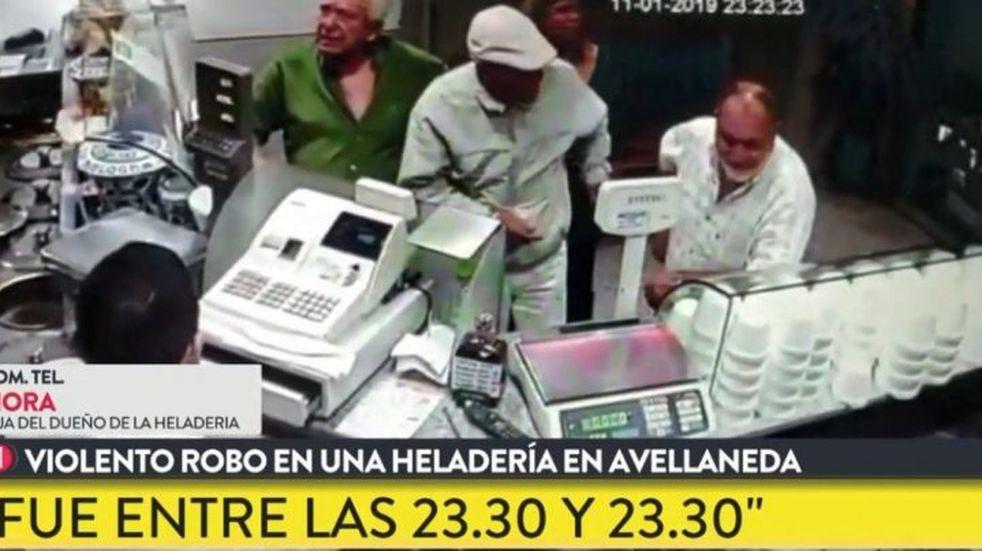 30 segundos de terror: robo en manada en una heladería en Avellaneda