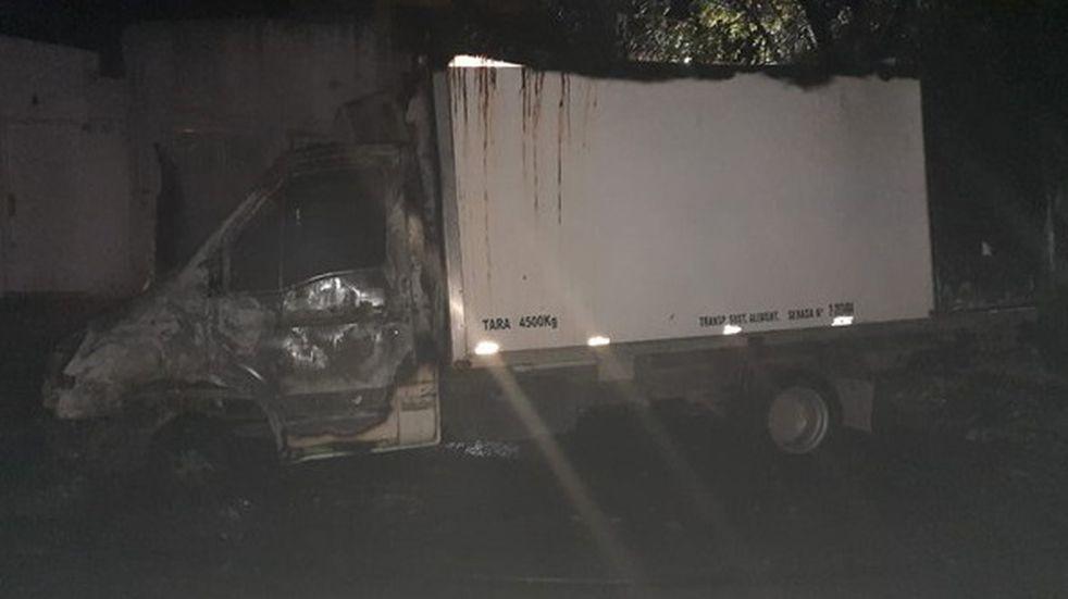 Se incendió un camión con mercadería en Bahía