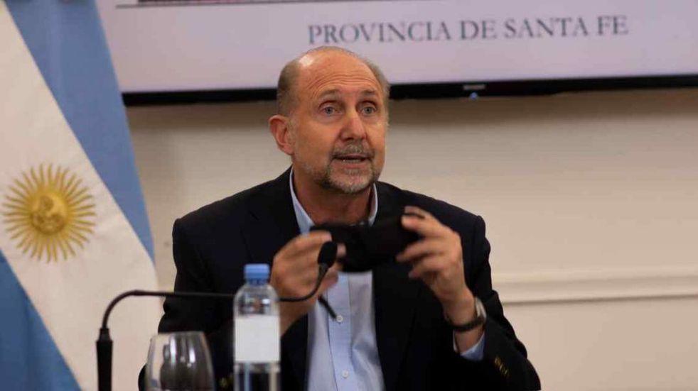 Omar Perotti recibió la primera dosis de la vacuna contra el coronavirus