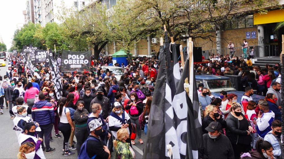 Polo Obrero marcha en Córdoba, por aumento en programas sociales