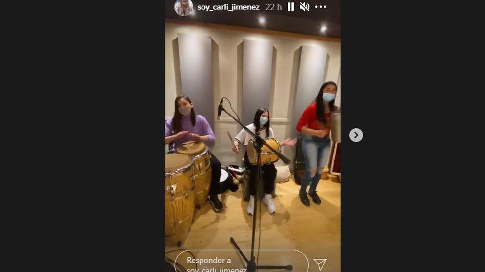 La Mona Jiménez, con participación femenina en los ensayos de su banda