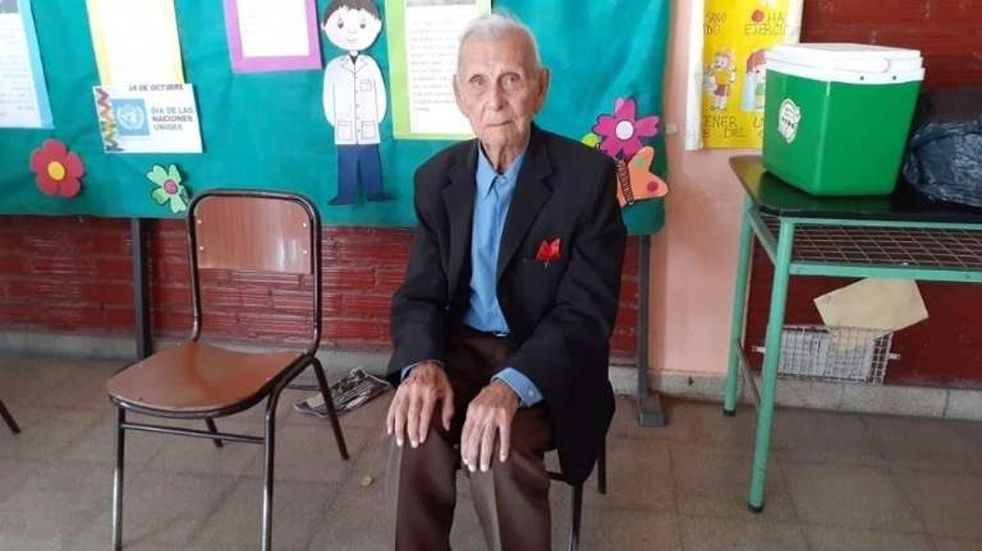 Un abuelo de 100 años no quiso perderse las elecciones