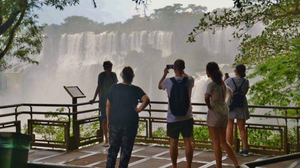 Evalúan ampliar el recorrido de las caminatas recreativas en Cataratas del Iguazú y elevar el cupo a 1.200 personas