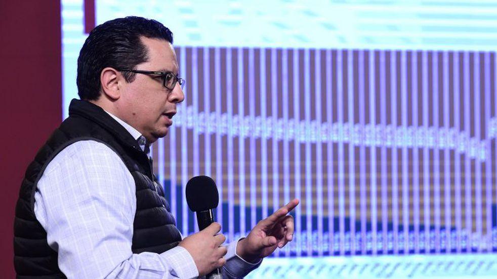 MEX8688. CIUDAD DE MÉXICO (MÉXICO), 08/10/2020.- Fotografía cedida hoy, por la Presidencia de México, del director de Epidemiología, José Luis Alomía, mientras ofrece una rueda de prensa, en el Palacio Nacional de Ciudad de México (México). Las autoridades sanitarias de México notificaron 5.300 nuevos casos y 370 muertes por COVID-19 este jueves para sumar 804.488 contagios y 83.096 muertes desde el inicio de la pandemia de coronavirus SARS-CoV-2 en febrero pasado. EFE/ Presidencia De México SOLO USO EDITORIAL NO VENTAS