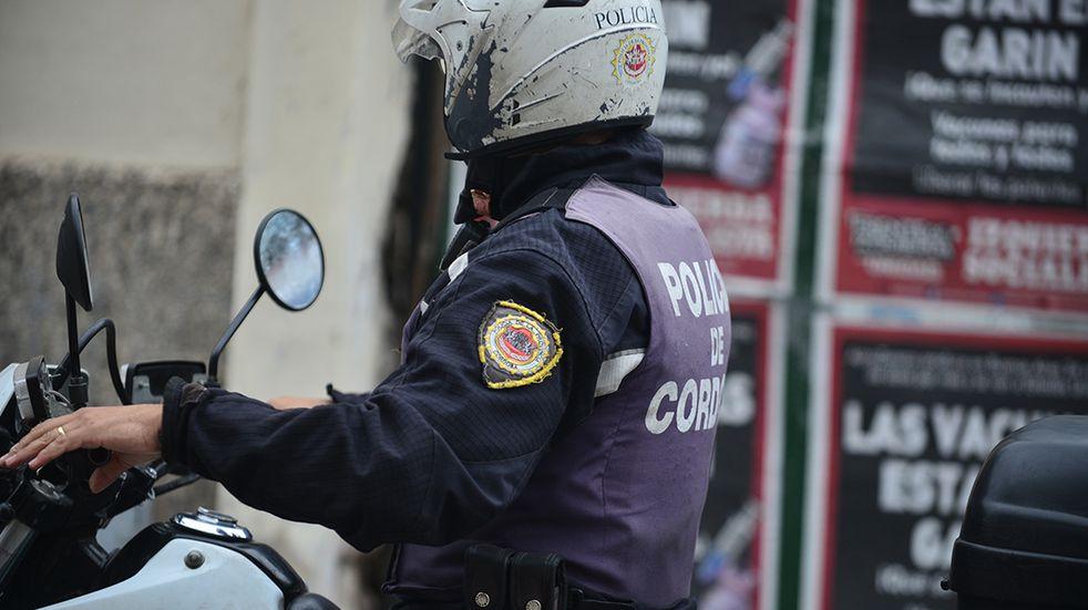 Discutían entre ellos, la policía trató de calmar las aguas, pero por agredir a los oficiales, terminaron detenidos