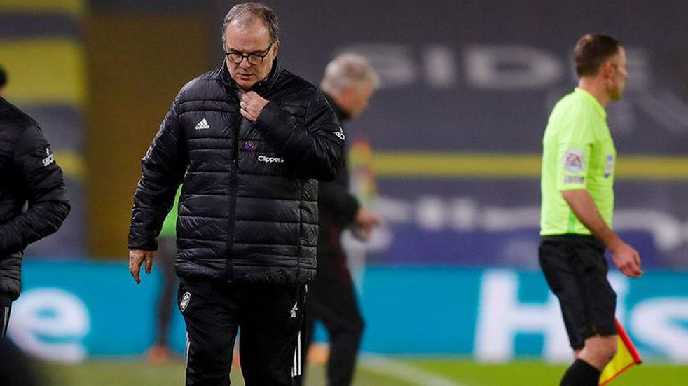 """Marcelo Bielsa dijo que su """"gran déficit"""" en Leeds es no hablar inglés"""