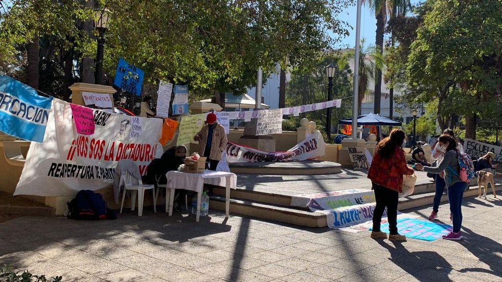 Docentes salteños continúan de paro y negaron haber pedido planes sociales al Gobierno