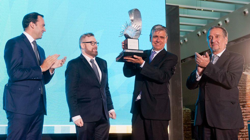 Diego de Mendoza recibió la Distinción Investigador de la Nación Argentina 2017, en reconocimiento a su producción intelectual, su aporte innovador y su labor en la formación de recursos humanos.
