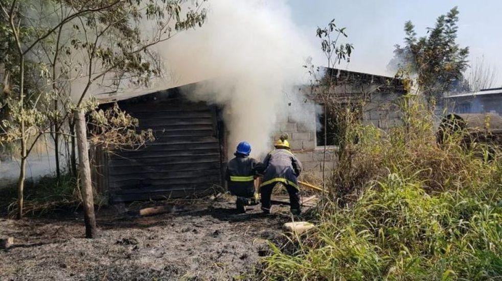 Un incendió en Juan Bautista Alberdi consumió una casa