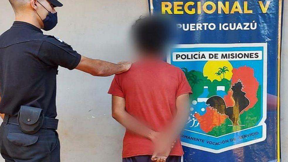 """Un hombre terminó detenido tras cometer un robo en modalidad """"boquetero"""" en Puerto Iguazú."""