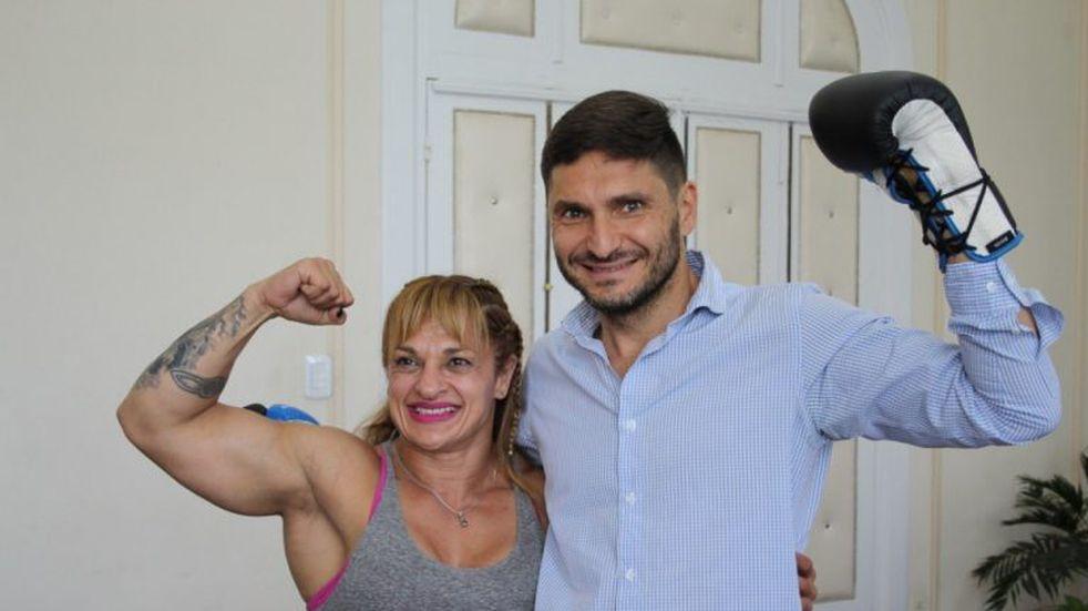 Pullaro practicó boxeo en su despacho con la campeona mundial Oliveras